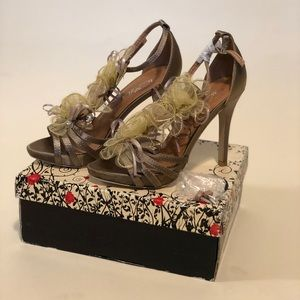 Wild Rose Champagne Formal Heels. NEW IN BOX